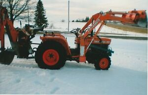 Kubota B1800 compact tractor witth loader and backhoe