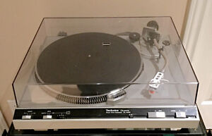 Technics SL5200 Quartz direct drive turntable new cartridge