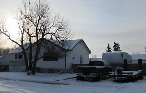 Upgraded bungalow, 24x32 heated G on 2 lots, 15 min to Camrose