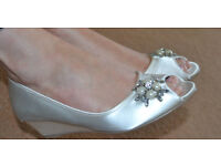 Pink by Paradox wedge shoe ivory wedding size 5