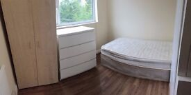 Single room available to let - less than 15 minutes walk to Golders Green Tube Station.