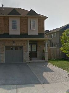 3 Bedrooms, Executive Townhouse Dundas and Third Line in Oakvill