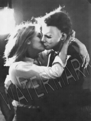 1978 Halloween Jamie Lee Curtis Kissing Michael Myers Magnet 3 x 4 inches 8994