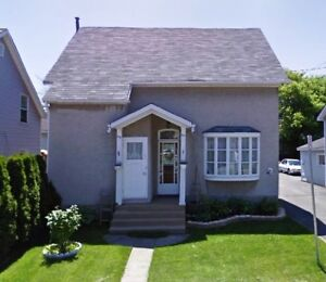3-bed 2-bath large,nice,clean, centrally a/c aptt for Jan 2018