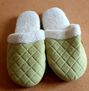 Like New Unused Pair of Womens Extra Soft Isotoner Slippers