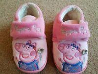 Peppa Pig Girls Slippers size 4/5 - £3