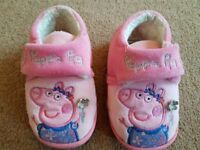 Peppa Pig Girls Slippers size 4/5 - £3