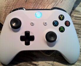 Xbox one Brand new with Forza horizon 3