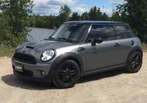 2008 MINI Mini Cooper S Hatchback - SUPER LOW KM'S