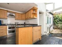 2 bedroom house in Kingsley Street, London, SW11 (2 bed)
