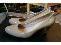 Clarks nude patent heels size 7