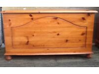 SOLID PINE BLANKET / TOY BOX