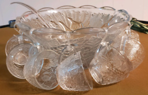 Vintage punch bowl with 8 glasses, 8 hangars and ladle