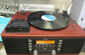 Teac LP-R500 CD Recorder with Turntable and Cassette Player GREA