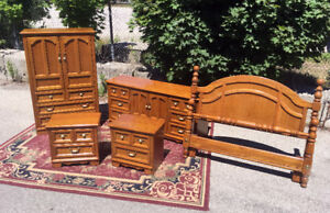Superb Solid Oak Queen Thomasville Bedroom Set SEE VIDEO