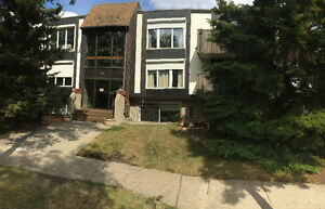 1/2 mo. free rent! Lg. 2-BDRM condo in Westmount, 5 appliances