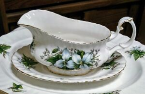Gravy Boat & Underplate - Bone China