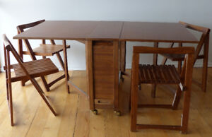 Teak table collapsable with 4 four teak chairs. Mid-century mode