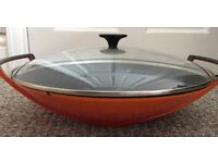 Le Creuset Orange wok with glass lid barely used fantastic condition- retail over £250