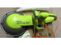 "Unused Garden Groom ""Max"" hedge trimmer with collection system"