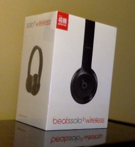 Beats Solo3 wireless on-ear headphones with carrying case