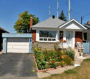 Bungalow 3+2 Bdrm Located On A Nice Residential St
