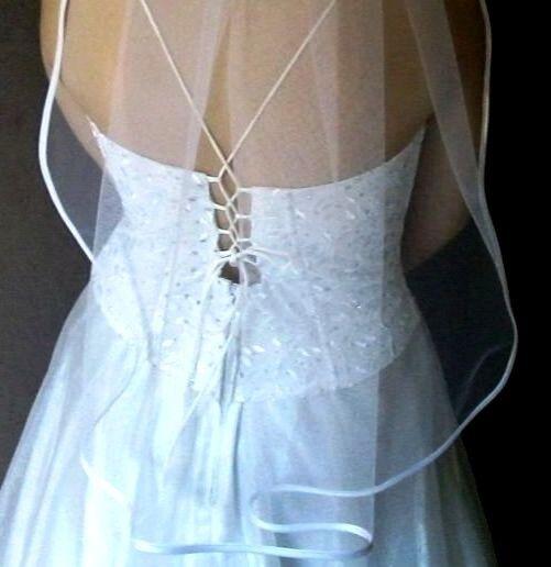 Schleier am Kamm weiß ivory bordeaux Satinkante zu Brautkleid Kopfschmuck neu