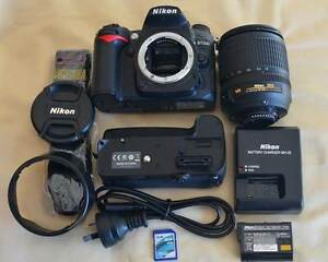 Nikon D7000 with Nikon D11 battery grip and Nikon 18-105 VR Lens Mansfield Brisbane South East Preview