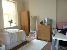 House Share near City Center----Professionals Only---Inc Council Tax