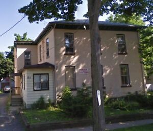 Very large 3 bdrm main floor-St. Cath all in $1200