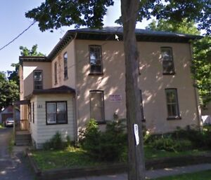 Very large 3 bdrm main floor-St. Cath all in $1225 c/w wifi