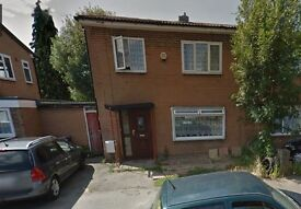 03 bedroom house to rent in cromwell drive, slough