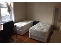 Perfect size room for two friends on Old Kent Road close to Elephant Castle Borough Tower Bridge