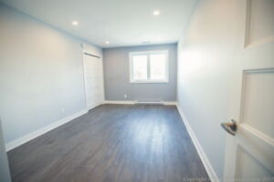 Professional office for rent - Laval     Renovated     Parking