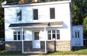 Maison à louer entièrement rénovée à Saint-François-du-Lac