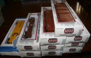 Assorted HO scale ready-to-run rolling stock