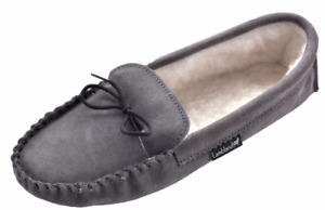 Chaussons mocassins (neufs) /Moccasin Slippers (New) - $30