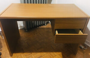 Compact desk in great condition, perfect for condo living!