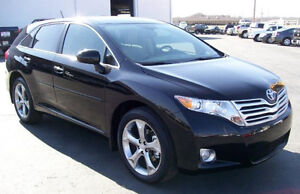 2010 Toyota Venza,V6,Sunroof,Navigation,Bluetooth,Leather.