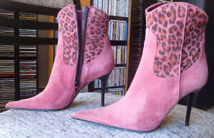 NEW !!! Via Spiga Stiletto Suede Ankle Boots size 6