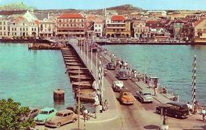 CURACAO-NETHERLAND-ANTILLES-QUEEN-EMMA-PONTOON-BRIDGE-1940s-vintage-autos-1976