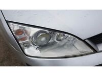 Ford Mondeo MK3 Front Right Xenon Headlight (faulty ballast)