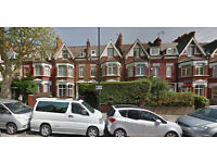 Lovely studio flat on the Ground floor available in Mapesbury, HB and DSS accepted.