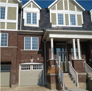 3 BR Town House Lease available immediately Creditview /Wanless
