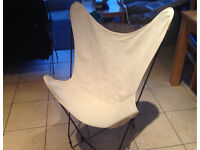 Cream butterfly chair with black frame