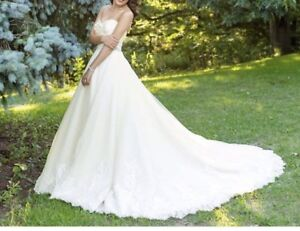 Selling wedding dress for good price