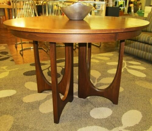Broyhill Brasilia Pedestal Table -  a real classic !