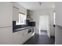 ASMUNS HILL NW11: THREE DOUBLE BEDROOMS - GARDEN - MODERN BATHROOM - DOUBLE RECEPTION -AVAILABLE NOW