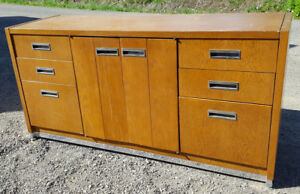VINTAGE 1970'S MOD OAK WOODEN CREDENZA / WOOD CONSOLE UNIT