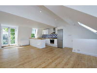 2 DOUBLE BEDROOMS/WOOD FLOORED OPEN PLAN LIVING SPACE/FAMILY BATHROOM